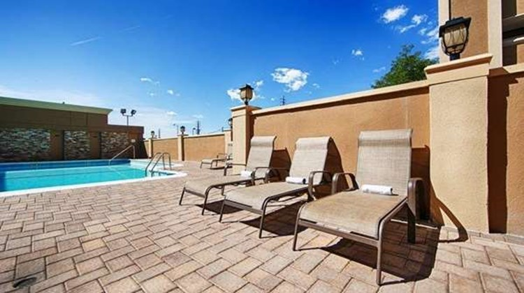 Best Western Mill River Manor Pool