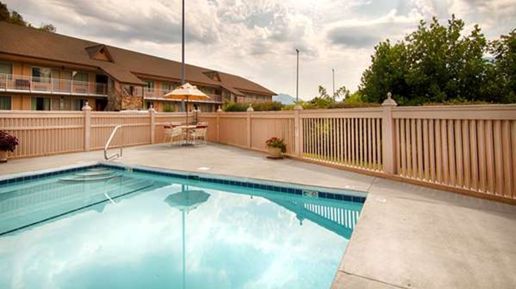 Best Western Smoky Mountain Inn Pool