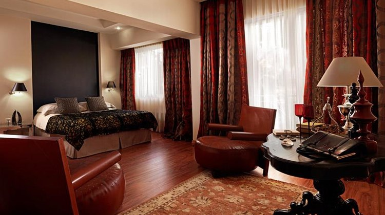 Best Western Plus Embassy Hotel Suite