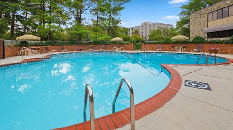Best Western Fairfax Pool