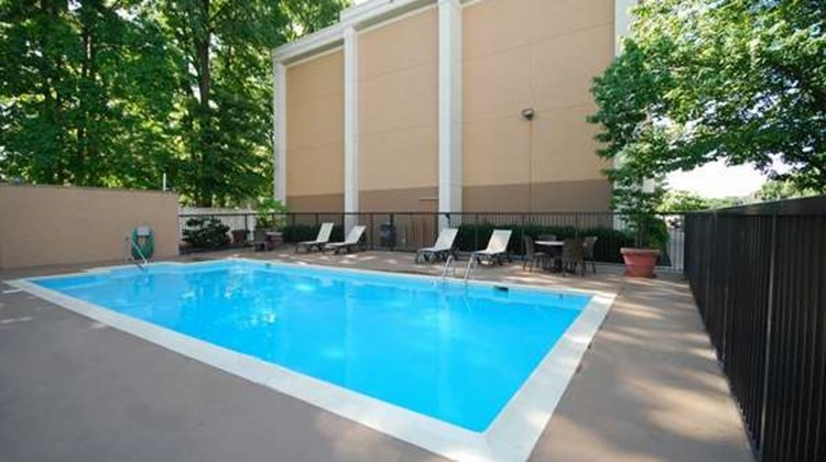 Best Western Plus Richmond Airport Hotel Pool