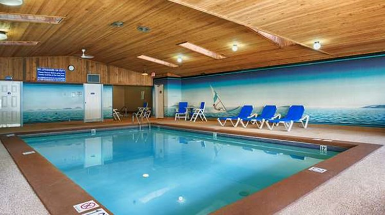 Best Western Salmon Arm Inn Pool