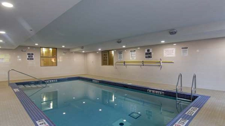 Best Western Plus Bowmanville Pool