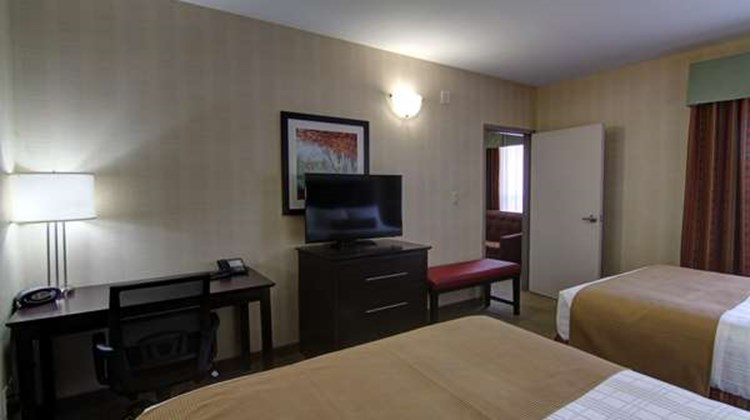 Best Western Plus Bowmanville Suite