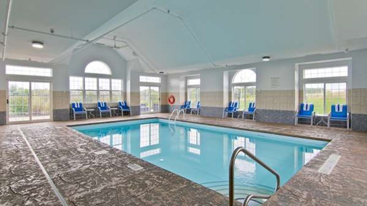 Best Western Plus Woodstock Inn & Suites Pool