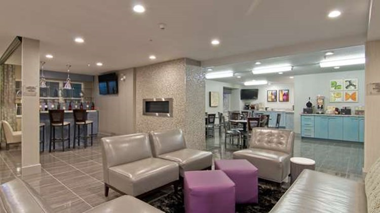 Best Western Plus Woodstock Inn & Suites Lobby