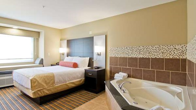 Best Western Plus Woodstock Inn & Suites Room