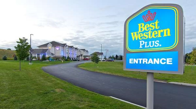 Best Western Plus Woodstock Inn & Suites Exterior