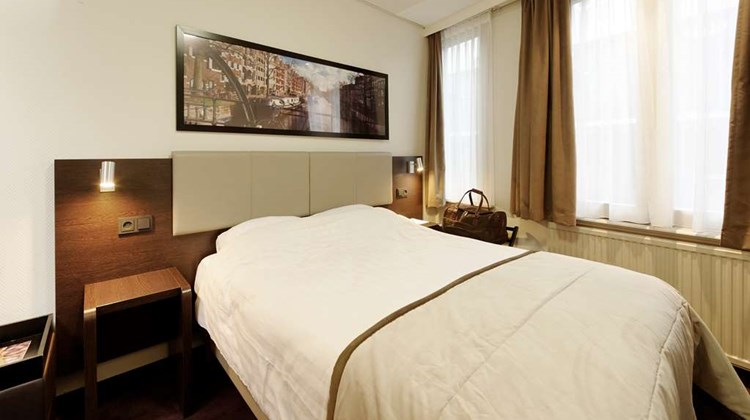Best Western Dam Square Inn Room