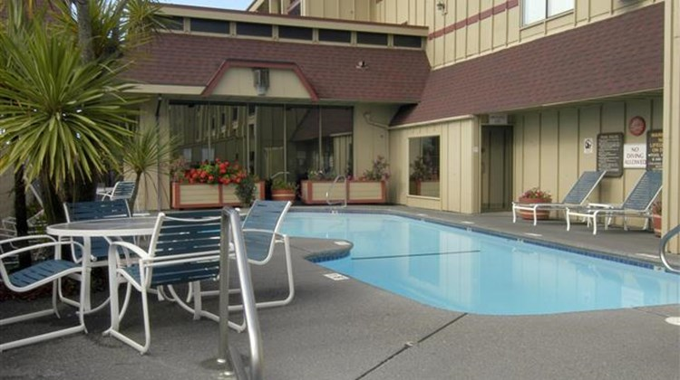 Red Lion Hotel Eureka Pool