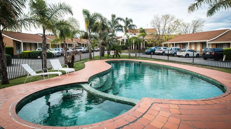 Best Western Airport Motel & Conv Ctr Pool