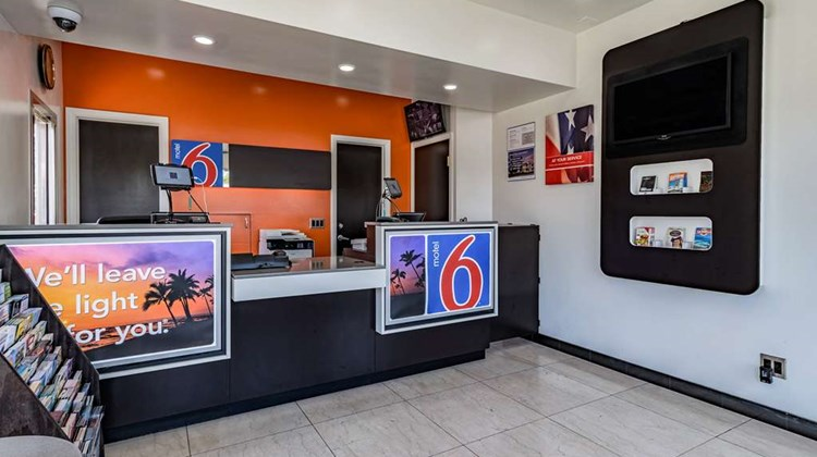 Motel 6, National City Lobby
