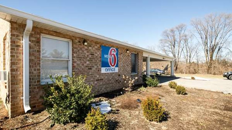 Motel 6 Charles Town Exterior