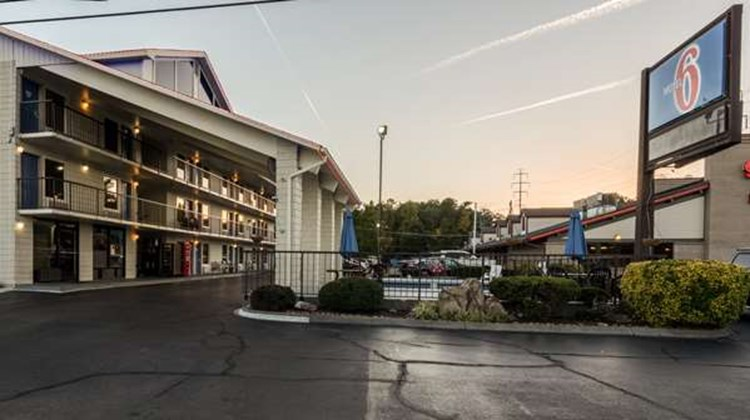 Motel 6 Pigeon Forge Exterior