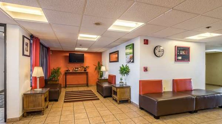 Motel 6 Elk Grove Village Lobby