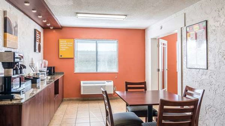 Motel 6 Elk Grove Village Restaurant