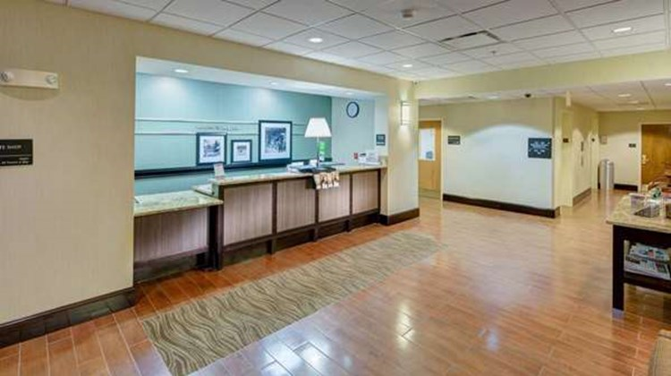 Hampton Inn & Suites Augusta West Lobby