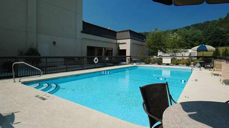 Hampton Inn Brevard Pool