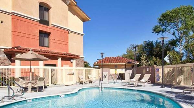 Hampton Inn & Suites Thousand Oaks Pool