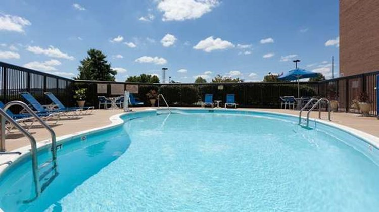 Hampton Inn Manassas Pool