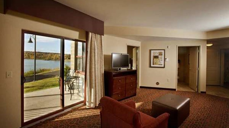 Hampton Inn - Marquette/Waterfront Suite