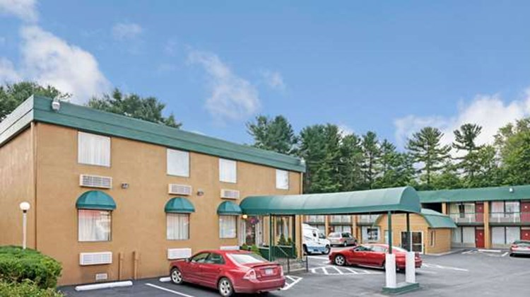 Travelodge Beckley Exterior