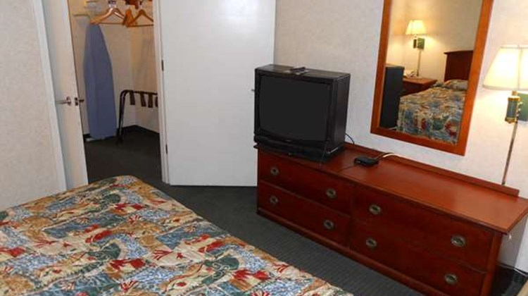 America's Best Inn & Suites Suite