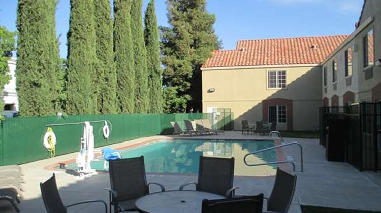 Best Western Brentwood Inn Pool