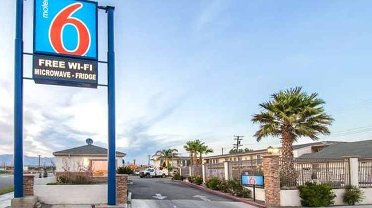 Motel 6 Mojave Airport Exterior