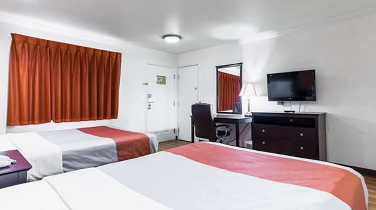Motel 6 Mojave Airport Room