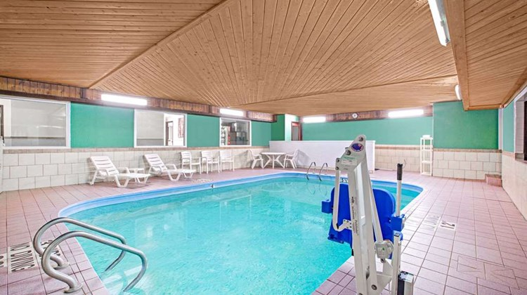 Baymont Inn & Suites Ames Pool