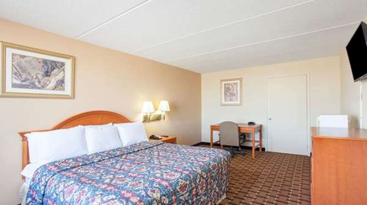 Days Inn Pigeon Forge South Room