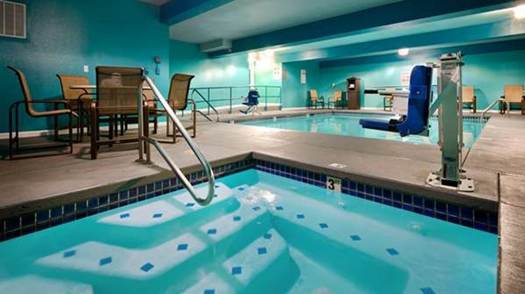 Best Western Woodland Inn Pool