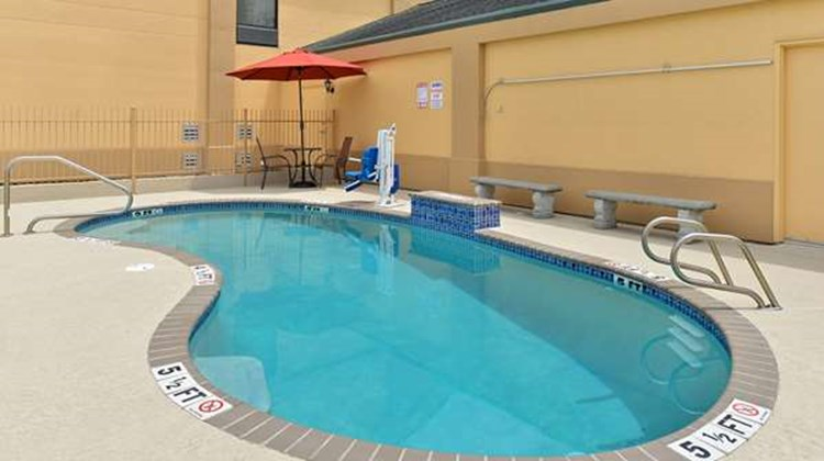 Americas Best Value Inn Pool