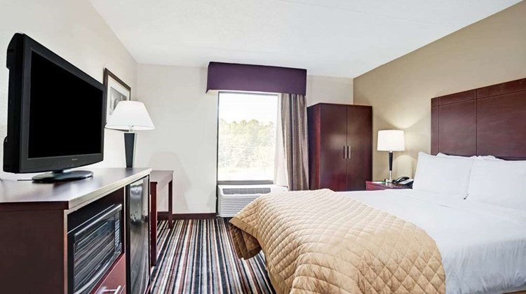 Wyndham Garden Charlotte Executive Park Room