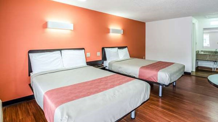 Motel 6 Troutville Room