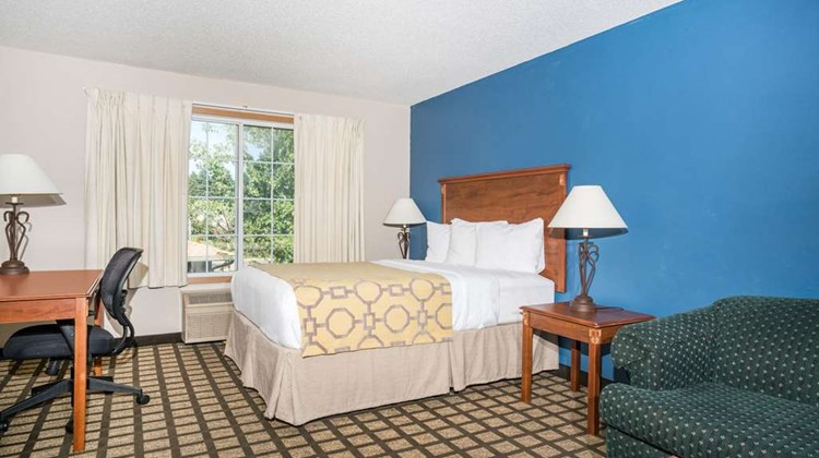 Baymont Inn & Suites Albany Suite