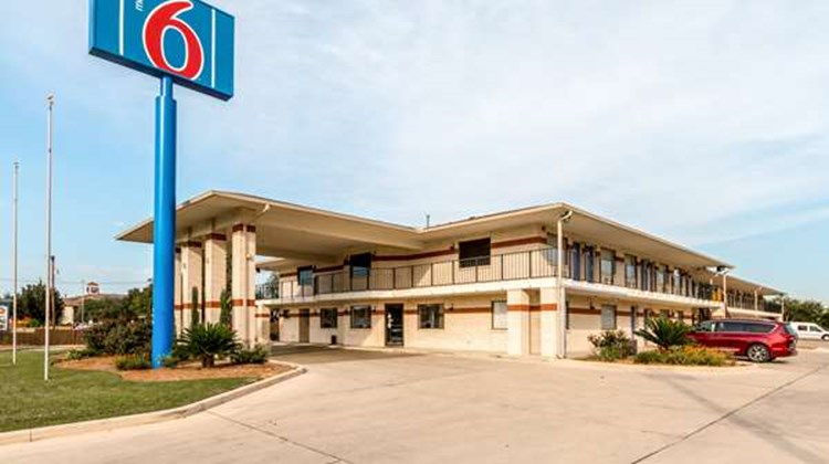 Motel 6 San Antonio - South WW White Rd Exterior