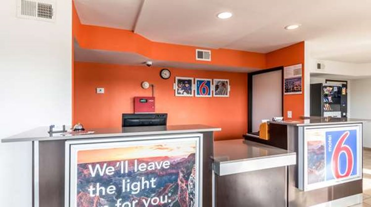 Motel 6 San Antonio - South WW White Rd Lobby