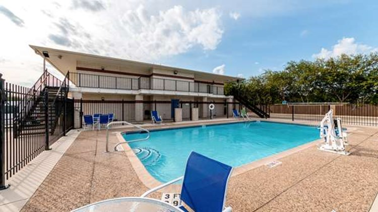 Motel 6 San Antonio - South WW White Rd Pool