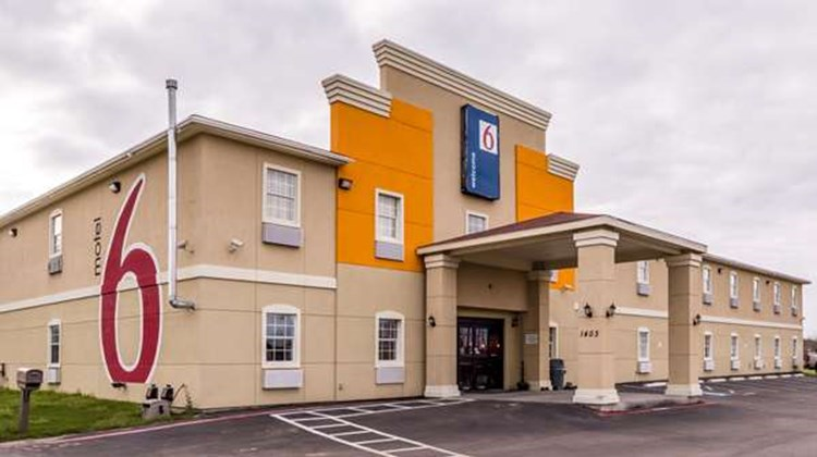 Motel 6 Jourdanton Exterior