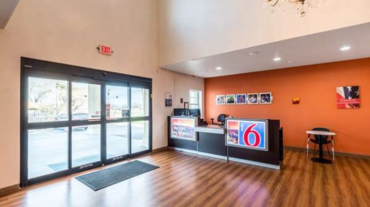 Motel 6 Jourdanton Lobby