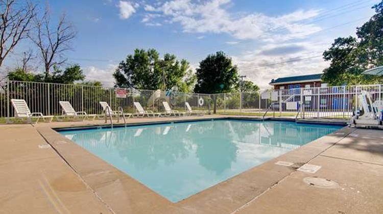 Motel 6 Salina Pool