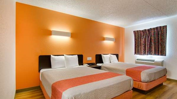 Motel 6 Salina Room