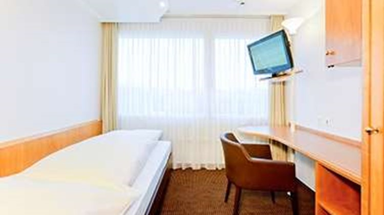 welcome homes Zurich Airport Room