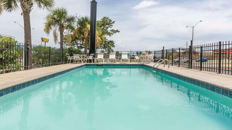 Days Inn Biloxi Beach Pool