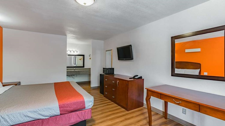 Motel 6 Giddings Room