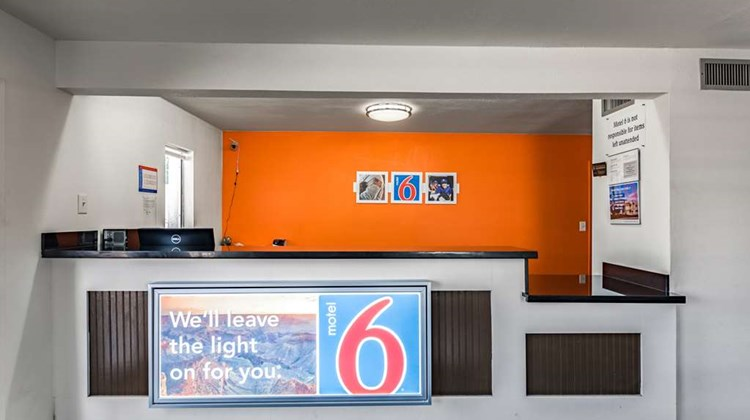 Motel 6 Giddings Lobby