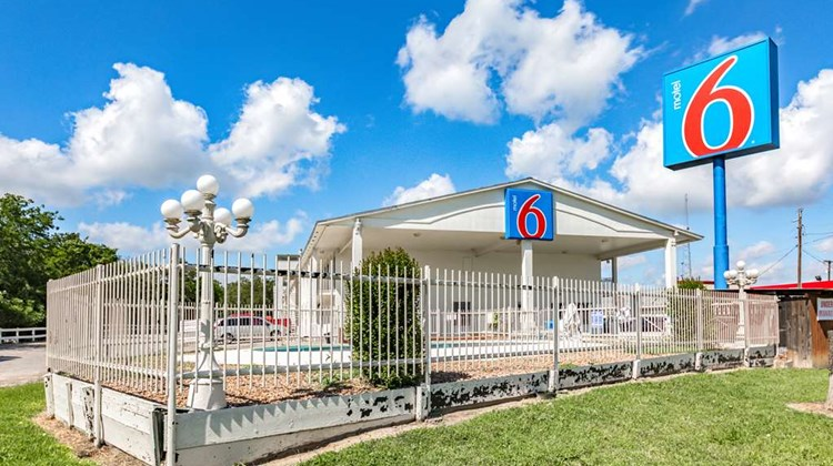 Motel 6 Giddings Exterior