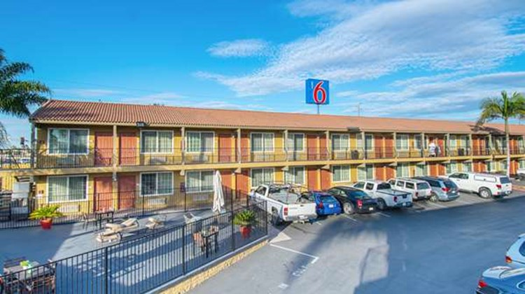 Motel 6 San Diego Southbay Exterior